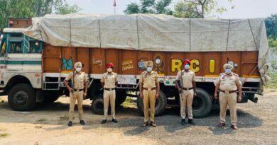 गेहूं की बोरियो से लोड ट्रक चोरी करने वाले तीन लोग गिरफ्तार, दो फरार
