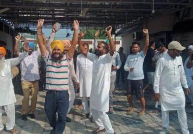 रंधावा के सीएम बनने की खबर के बाद खुशी में समर्थकों ने ढोल की थाप पर डाला भंगड़ा